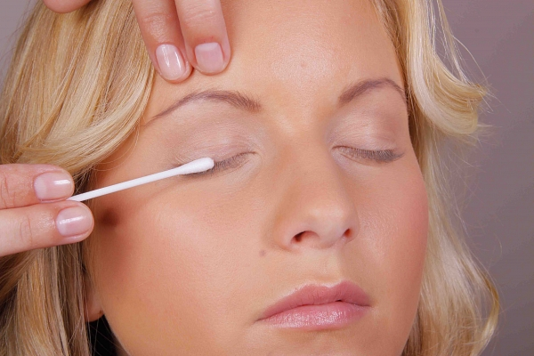 BINACIL Eyelash & Eyebrow Tint - Instruction Step 3